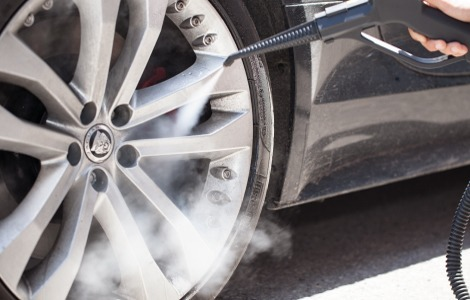 Car alloy wheel steam cleaning application