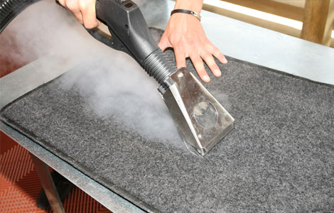 Car mat cleaning with steam vapour